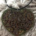 Barna-zöld szív nyaklánc, Ékszer, Nyaklánc, Fa alapra, kézzel festett, szív alakú nyaklánc. A medál rendkívül különleges kialakítású, mindenképp..., Meska
