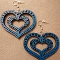 Türkiz szív fülbevaló, Ékszer, Fülbevaló, Ékszerkészítés, Fa alapra, kézzel festett, egyedi szív alakú fülbevaló.   Fülbevaló teljes hossza: 7 cm   A szállít..., Meska