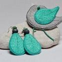 KItűző/ fülbevaló garnitúra- a természetes anyagok kedvelőinek, Ékszer, óra, Bross, kitűző, Fülbevaló, Hímzés, Varrás, Vastagfilcre, kenderzsinór körbe- körbe öltögetésével készült a madárkitűző és a fülbevaló szürke, ..., Meska