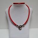 Bőr nyaklánc különleges mágneszárral, Ékszer, óra, Nyaklánc, 5 mm vastag piros bőrszálból készült a nyaklánc.  A különleges mágneszár egyben a dísze i..., Meska