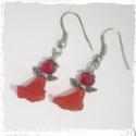 Piros angyalka - fülbevaló, Ékszer, óra, Fülbevaló, Piros, üveg és fém gyöngyből fűzött, lógós angyalkás fülbevaló. Az angyalka mérete: 2 c..., Meska