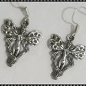 Angyal  fülbevaló, Ékszer, óra, Fülbevaló, Lógós angyal ezüstözött fém fülbevaló. A figura mérete 2,5 cm. , Meska