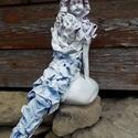 A kis hableány, Képzőművészet, Dekoráció, Baba-mama-gyerek, Gyerekszoba, Mindenmás, A szobrocska 30 cm magas, ülve, a sziklán... az uszonyától a feje tetejéig :) Textilszobrászattal k..., Meska