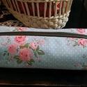 Rózsás tolltartó, Táska, Neszesszer, Tollaknak, piperének, apróságoknak való tároló.  Mérete: 20*6*6 cm  Remek ajándék is lehet!  Személy..., Meska
