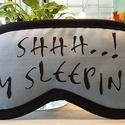 Shh.... I m sleeping alvómaszk , Szépségápolás, Mindenmás, Fürdőszobai kellék, Varrás, Alvómaszk rossz alvóknak, fejfájáshoz vagy utazáshoz. Mérete: kb 10 x 21 cm. Egyik oldala kék , más..., Meska