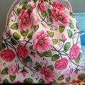 Hátizsák rózsákkal, Táska, Baba-mama-gyerek, Baba-mama kellék, Hátizsák, 24x28 cm méretű  hátizsák, melyet akár névvel is el tudom készítem!  A képen látható zsák azonnal sz..., Meska