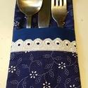 Evőeszköztartó, dekoráció terített asztalra, Dekoráció, Konyhafelszerelés, Otthon, lakberendezés, Lakástextil, Örökzöld kékfestő! Terített asztalra való evőeszköztartó.  Mérete: 10*22cm.  Az ár egy darabra vonat..., Meska