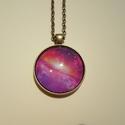 Pink galaxis, Ékszer, Karkötő, Nyaklánc, Fülbevaló, Fémmegmunkálás, 50 cm-es antikolt bordázott, lapított láncon díszeleg ez a 3 cm nagyságú antikolt bronz medál. Az u..., Meska