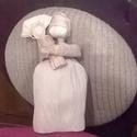 Mária a kis Jézussal, Dekoráció, Ünnepi dekoráció, Karácsonyi, adventi apróságok, Karácsonyi dekoráció, Fonás (csuhé, gyékény, stb.), Csuhéból készítettem el Mária alakját, rafiát használtam a csuhélevelek rögzítéséhez. Mária haja ke..., Meska