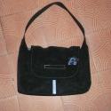 Fekete táska kék virággal, Pántja 52 cm hosszú, aljánál 30 cm széles, ma...