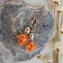 Csúcsos üvegpalack fülbevaló narancsszínű virágszirmokkal töltve, Ékszer, Fülbevaló, Csúcsos üvegpalack fülbevaló narancsszínű virágszirmokkal töltve A függő hossza: 3 cm Akasztóval 4,5..., Meska