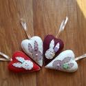 Filc húsvéti nyuszik, Dekoráció, Ünnepi dekoráció, Húsvéti díszek, Kézzel varrt gyapjúfilc- filc 10 cm magas nyuszis szívek szeretettel varrva . 1600 ft/4 db , Meska