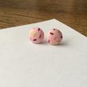 Candy cukorkás bedugós fülbevaló, Ékszer, Fülbevaló, Ékszerkészítés, Saját kezűleg, gombpréssel készített pillekönnyű, bedugós fülbevaló. A gomb átmérője 11 mm. A fülbe..., Meska