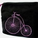 Vintage biciklis bugyelláris (Lila hímzéssel), Táska, Neszesszer, Pénztárca, tok, tárca, Erszény, Hímzés, Varrás, Lila hímzéssel díszített  neszesszer, pénz,smink vagy  bármi-tartó. Hímzett vintage bicikli díszíti..., Meska