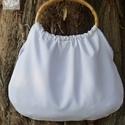 Hófehér táska, Táska, Szatyor, Hófehér szövet retró táska. Nagyon jó tartású anyag. Füle ovális bambusz karika. 11x18cm-es a belső ..., Meska