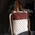 Háromféle módon hordható barna pöttyös táska,  nagy zsebekkel