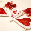 AkciÓÓ!!  Szívfüzér dekoráció , Dekoráció, Karácsonyi, adventi apróságok, Karácsonyi dekoráció, Ünnepi dekoráció, Patchwork, foltvarrás, Varrás, AKCIÓÓ! 3400ft helyett...... Szív füzér dekoráció. Lakásunk gyönyörű, egyedi dekorációja lehet. A s..., Meska