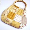 Drapp patchwork hatású táska, ovális bambusz füllel, Táska, Szatyor, Varrás, Virágos, rózsás, patchwork hatású retró táska. Nagyon jó tartású vászon anyag.  Füle ovális, bambus..., Meska