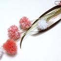 Pamut pom-pom virágdísz , Otthon, lakberendezés, Dekoráció, Ajtódísz, kopogtató, Dísz, Pamutvirág szoba, ajtódísz. Pom-pom virágfejeket kötöttem csokorba. Tetejére szalagdíszeket tettem. ..., Meska