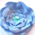 Kék bross Akció!, Ékszer, Ruha, divat, cipő, Bross, kitűző, Kék szirmok alkotják ezt a gyönyörű kitűzőt. Kitűző alapra van varrva így áttehető bárhová. Feltehet..., Meska