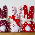 Három, húsvéti textil nyuszi, pom-pom farokkal (pirosak), Baba-mama-gyerek, Húsvéti díszek, Dekoráció, Ünnepi dekoráció, Baba-és bábkészítés, Varrás, Nyuszik 300Ft/ darab áron. Itt, három darab árát adtam meg, ami az első képen szerepló három pirosa..., Meska