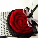 Akció!! Piros-virágos hajpánt , Baba-mama-gyerek, Ruha, divat, cipő, Hajbavaló, Hajpánt, Ékszerkészítés, Fehér alapon,fekete pöttyös selyemanyaggal bevont hajpánt. Egyedi díszítést kapott. Piros pamut és ..., Meska
