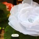 KitűzőK Akciósan!!! Hófehér habok, Ékszer, Ruha, divat, cipő, Bross, kitűző, Hajbavaló, Kitűző, hófehér habos szirmok összeállításából készült. Virág forma gyöngy díszítést kapott. Kitűző ..., Meska