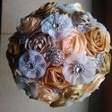 Arany és Vaj Örökcsokor, Dekoráció, Esküvő, Dísz, Esküvői csokor, Csokor, Ékszerkészítés, Virágkötés, Textilvirágokból alkotott csokor.  Csodás csipkével, strasszal és gyönggyel. Minden virágot aprólék..., Meska