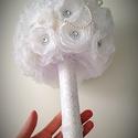 Csipkés Fehér Csokor, örökcsokor, virág, Esküvő, Esküvői csokor, Esküvői dekoráció, Virágkötés, Varrás, Azonnal vihető nagy menyasszonyi csokor gyöngysorral. A virágok hófehérek, közte a csipke törtfehér..., Meska