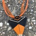 Narancsos háromszög, Ékszer, Nyaklánc, Peyote technikával készült narancssárga-fekete-beige színű háromszög alakú nyaklánc. A med..., Meska