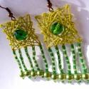 Négyzetes zöldülés, Ékszer, Fülbevaló, Üdezöld fonalból fonalgrafikával készült 5 cm hosszú fülbevaló.  Zöld kásagyöngyöket, v..., Meska
