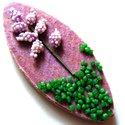 Virágos hűtőmágnes, Dekoráció, Konyhafelszerelés, Dísz, Hűtőmágnes, Préselt fa hűtőmágnes műanyag dísszel és dekorkaviccsal.  Mérete: 5,8x2,5 cm, Meska
