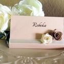 Rusztikus-romantikus ültetőkártyák, Dekoráció, Esküvő, Ünnepi dekoráció, Meghívó, ültetőkártya, köszönőajándék, Gyöngyházfényű nude és törtfehér színben, kézzel készített rózsákkal, szaténszalaggal díszített, rom..., Meska