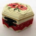 Piros rózsás ékszertartó dobozka, Otthon, lakberendezés, Anyák napja, Ballagás, Tárolóeszköz, Decoupage, transzfer és szalvétatechnika, Romantikus ékszertartó dobozkát készítettem egy hatszögletű fadobozkából. Először krémszínűre feste..., Meska