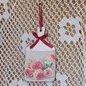 Rózsás-gyöngyös függő, Otthon, lakberendezés, Falikép, Vágódeszka alakú falapra rózsás képet dekopázsoltam, gyöngyöket ragasztottam rá. A csillag..., Meska