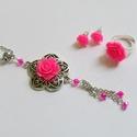 Pink rózsás nyaklánc - fülbevaló - gyűrű szett, Ékszer, óra, Nyaklánc, Fülbevaló, Ékszerszett, Csodaszép, romantikus stílusú ezüst alapot pink 15 mm-es rózsával és csiszolt gyöngyökkel díszítette..., Meska