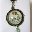 Vintage virágos-biciklis nyaklánc , Ékszer, Nyaklánc, Medál, Az antik bronz csipkés keretbe vintage hatású képet tettem. A medál 25 mm-es üveglencsével készült, ..., Meska