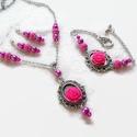 Pink rózsás nyaklánc - fülbevaló - karkötő szett, Ékszer, Nyaklánc, Fülbevaló, Karkötő, Csodaszép, romantikus stílusú ezüst alapot pink 15 mm-es rózsákkal és csiszolt gyöngyökkel díszített..., Meska
