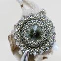 Csillogó álmok - szürke-ezüst swarovski nyaklánc, Ékszer, óra, Esküvő, Nyaklánc, Esküvői ékszer, A medál alapja egy 14 mm-es swarovski rivoli, melyet kitűnő minőségű cseh és japán gyöngyökkel ölelt..., Meska