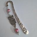 Pink-fehér baglyos könyvjelző - antik ezüst, A 8,5 cm-es könyvjelzőalapot rózsaszín és feh...