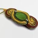 Barna-zöld-sárga ovál sujtás nyaklánc, Zöld kagylóhéj kabosonból, zöld, sárga és b...