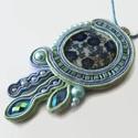 Kék virágtenger sujtás nyaklánc, Ékszer, óra, Nyaklánc, Medál, Virágmintás kagylóhéj kabosonból, sujtás zsinórokból, cseh és japán gyöngyökből készült medál.   A m..., Meska