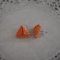 Selymes narancs háromszög bedugós fülbevaló acél alappal