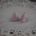 Jeges rózsaszín háromszög bedugós fülbevaló acél alappal
