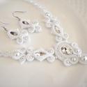Hófehér menyasszonyi sujtás nyaklánc fülbevaló szett, tekla és kása gyöngyökből, valamint kristály...