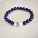 Lápis lazuli-jade angyalkás ásvány karkötő , Ékszer, Karkötő, 8 mm-es lápis lazuli és fehér jade ásványgyöngyökből, tibeti ezüst díszítőelemekből készült, 18 cm-e..., Meska
