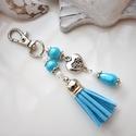 Világoskék bojtos kulcstartó táskadísz , Dekoráció, Mindenmás, Ballagás, Kulcstartó, Világoskék és fehér gyöngyökből, szív alakú köztesből és világoskék velúrbojtból készült kulcstartó ..., Meska