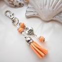 Narancs bojtos kulcstartó táskadísz , Dekoráció, Mindenmás, Ballagás, Kulcstartó, Narancs és fehér gyöngyökből, szív alakú köztesből és narancs velúrbojtból készült kulcstartó vagy t..., Meska