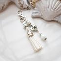 Fehér bojtos kulcstartó táskadísz , Dekoráció, Mindenmás, Ballagás, Kulcstartó, Fehér és fehér gyöngyökből, szív alakú köztesből és fehér velúrbojtból készült kulcstartó vagy táska..., Meska