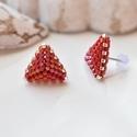 """Piros háromszög bedugós fülbevaló acél alappal, Ékszer, Esküvő, Fülbevaló, Esküvői ékszer, A """"Hétköznapi kedvencek"""" kollekció piros fülbevalója, melyet kiváló minőségű japán delicából fűztem...., Meska"""